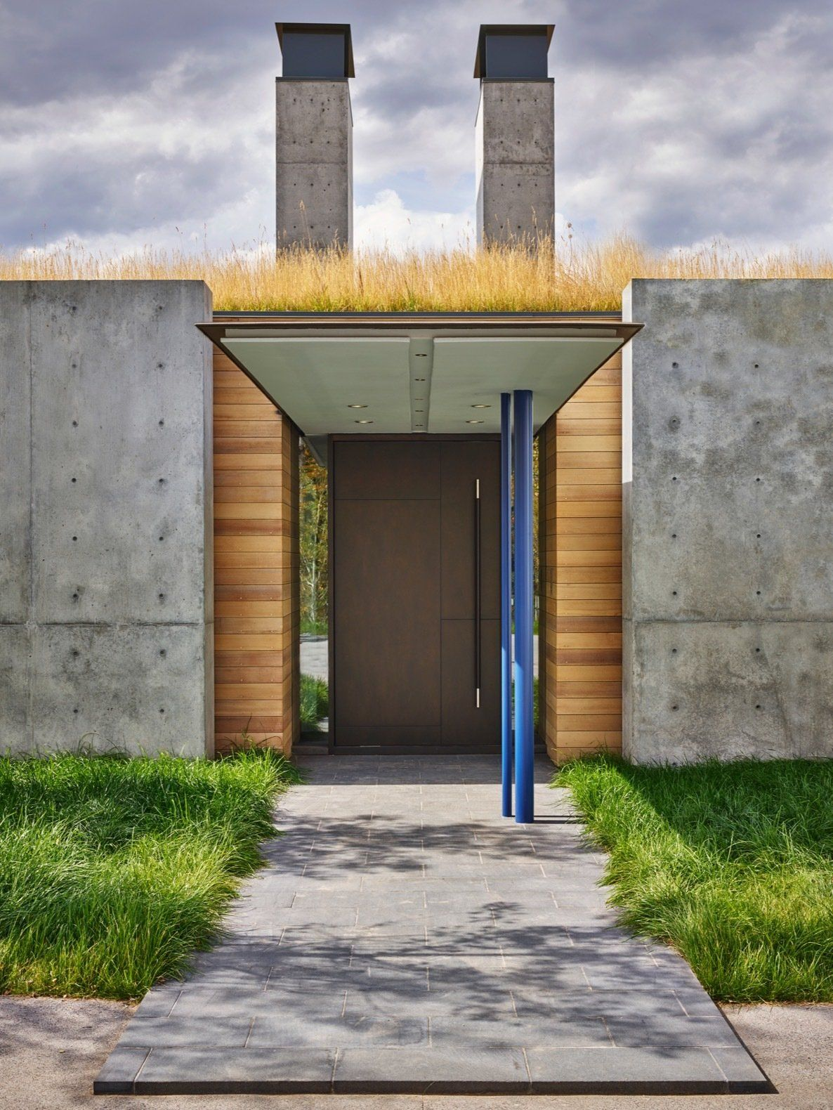 Exterior House Designs Exterior Modern With Concrete Patio Flat Roof: Photo 4 Of 17 In A Modern House Accentuates A Sensational Wyoming…