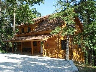 Branson Missouri Luxury Log Cabin On Quiet Pine Ridge Forest Above Lake Jacuuzi Vacation Rental I Luxury Log Cabins Vacation Cabin Rentals Luxury Cabin Rental