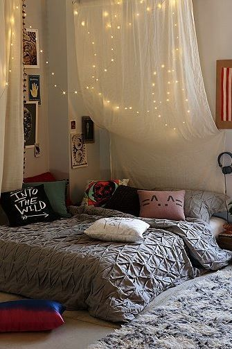 17 Ways To Make Your Bed The Coziest Place On Earth Idee Deco Chambre Ado Deco Chambre Idee Chambre