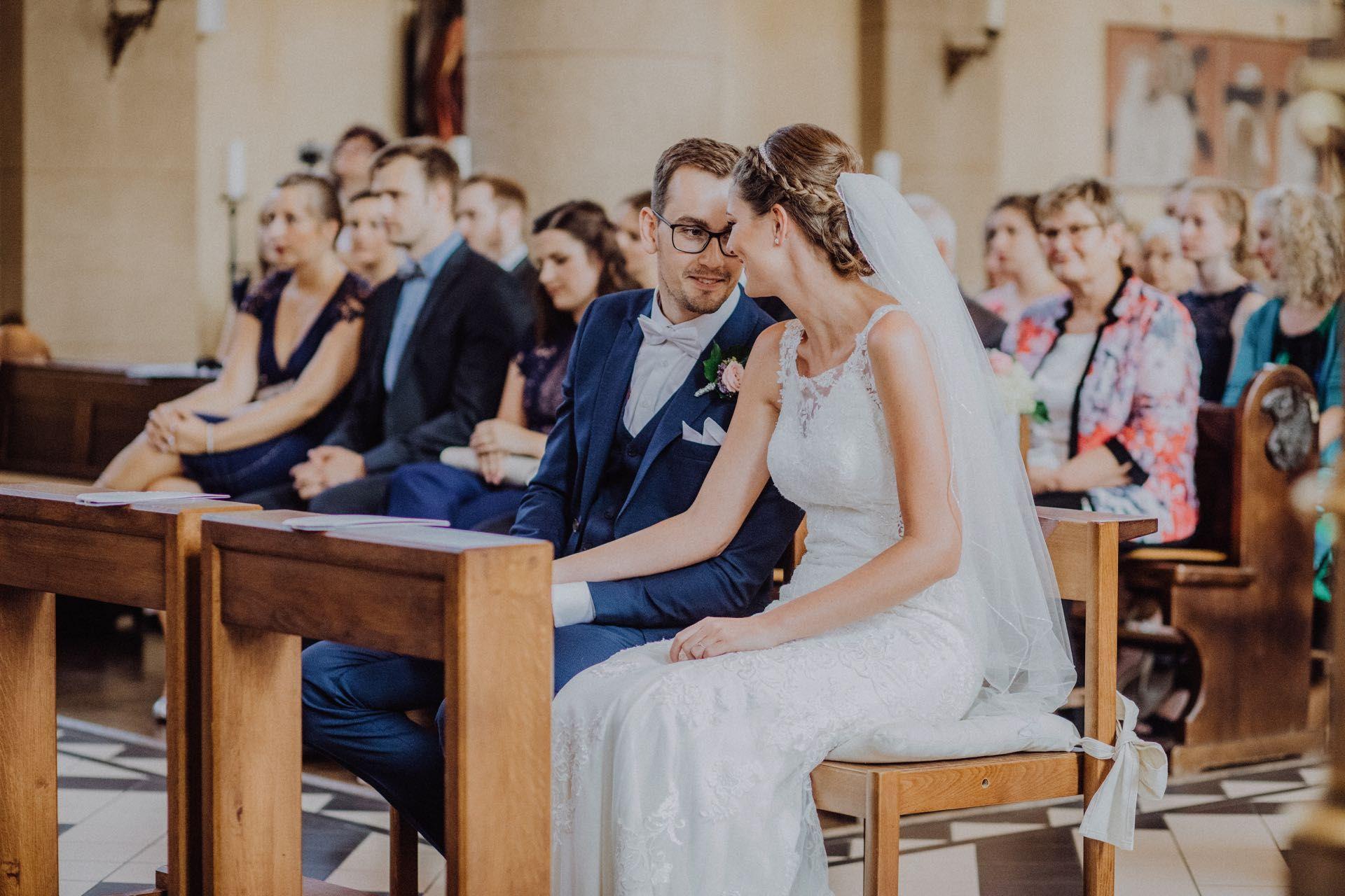 Die Kirchliche Trauung Alles Rund Um Den Ablauf Und Die Planung Eurer Zeremonie Kleiner Flieder Kirchliche Hochzeit Kirchliche Trauung Christliche Trauung
