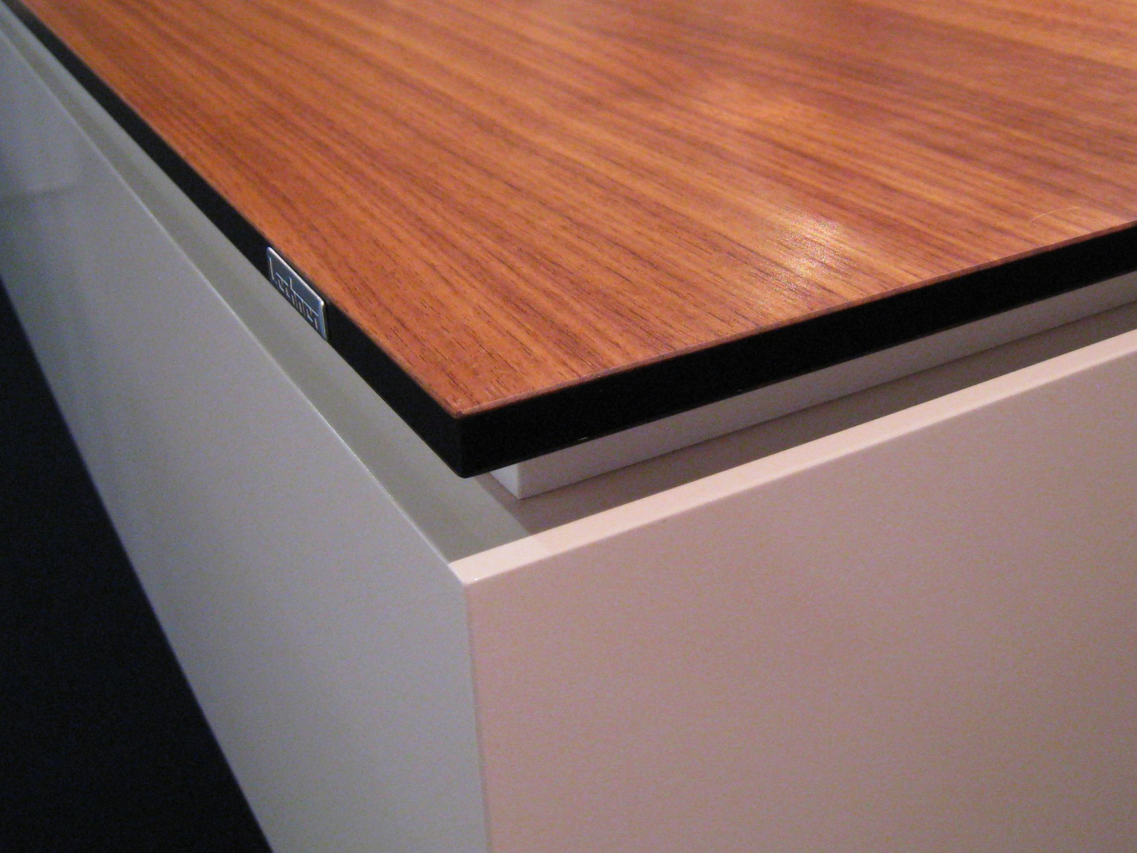 Thin Countertops With A Shadow Line Were Very Popular At The  # Muebles Requero