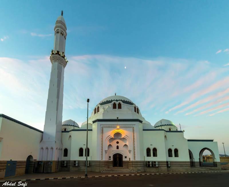 مسجد الجمعة مصلى اول جمعة فى الاسلام المدينة المنورة Architecture Taj Mahal Landmarks
