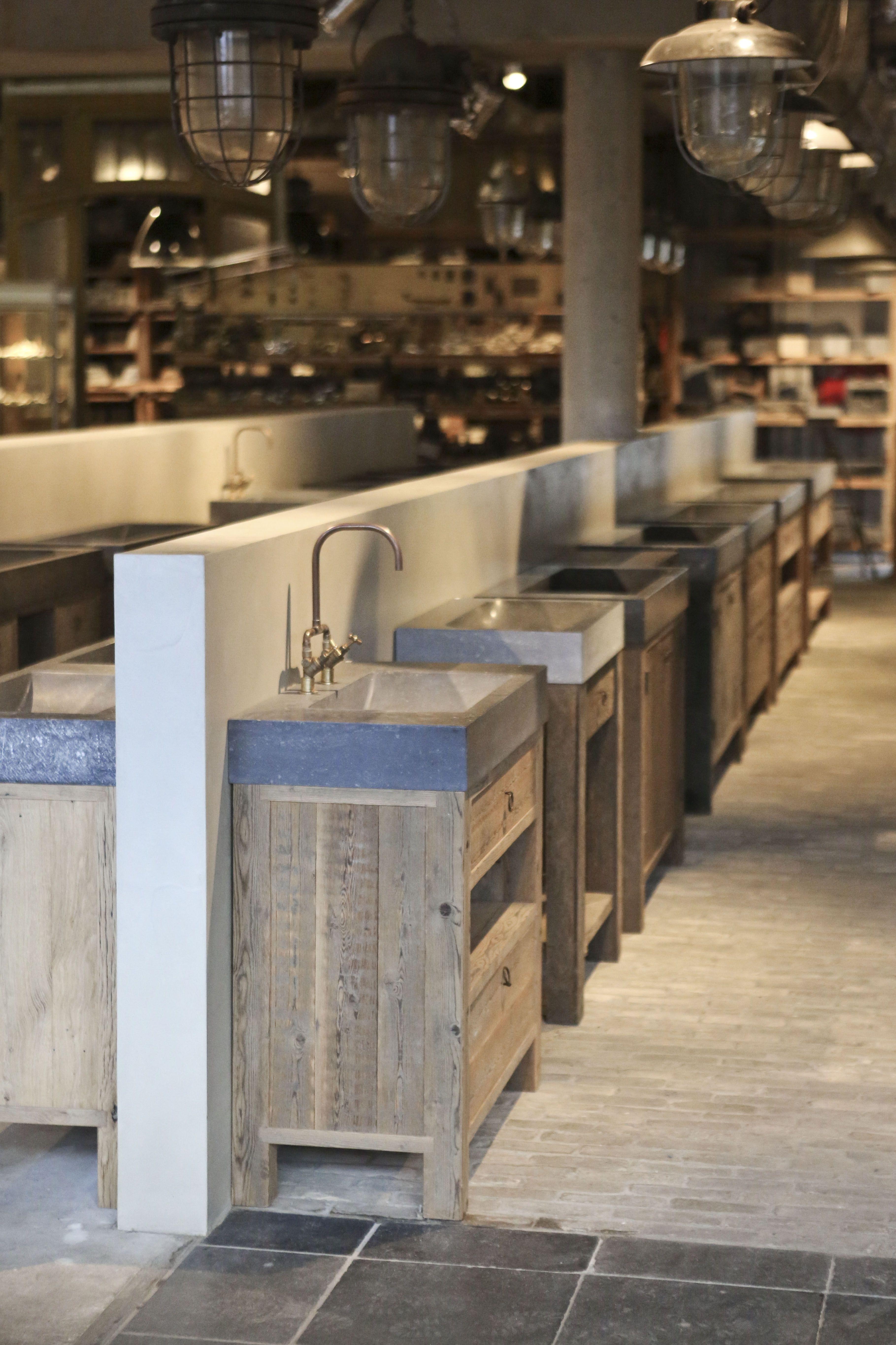 Grote voorraad badkamermeubels bij jan van ijken eemnes for Kappers wastafel