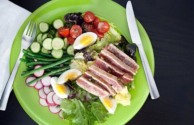 20 Paleo Recipes for Breakfast | Lunch | Dinner and Dessert | http://dailyburn.com/life/recipes/easy-paleo-recipes/ #paleo #paleodiet #paleolife #paleorecipes #paleoeating