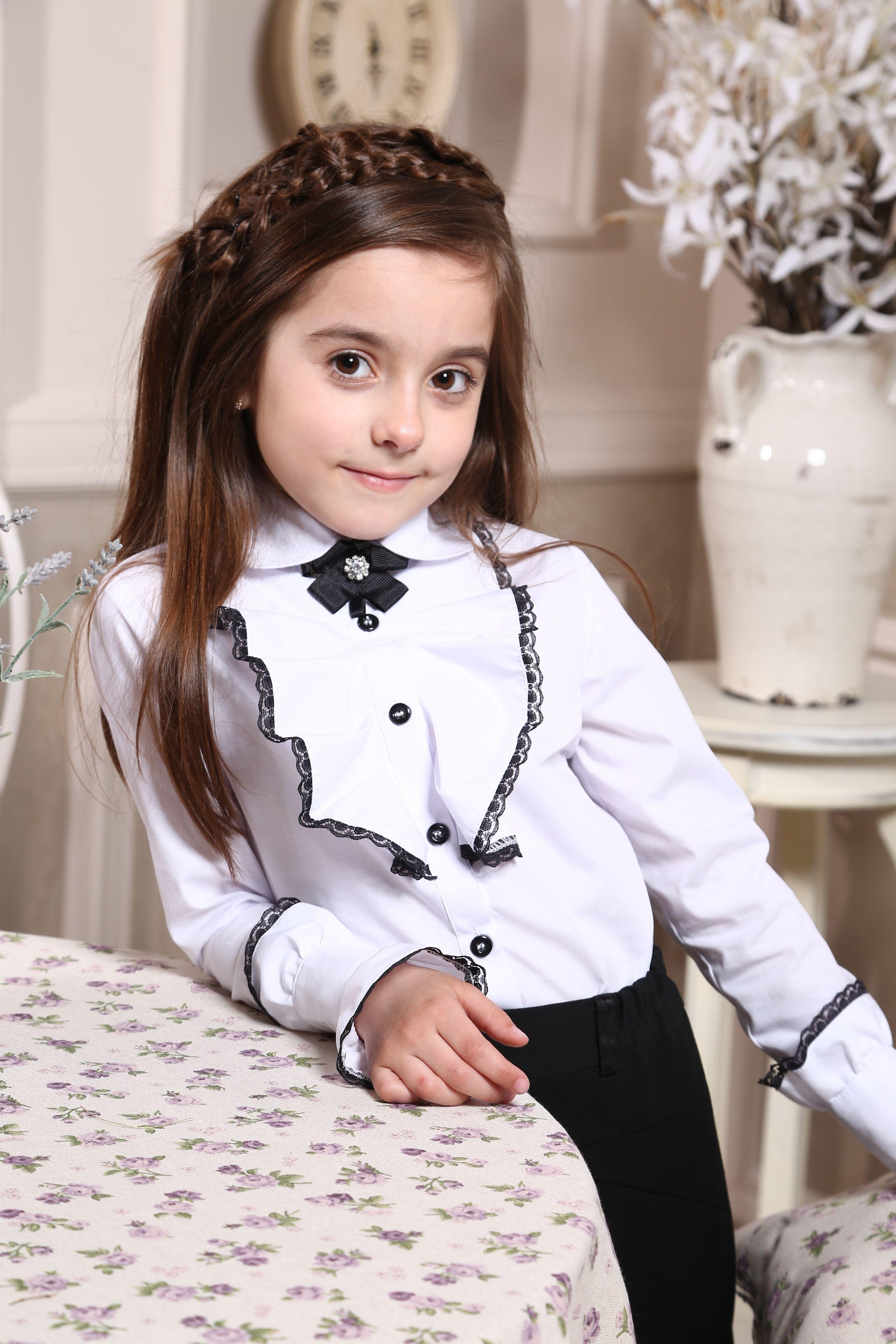 7a2016a1e8b Стильная школьная блузка с жабо и съемным украшением и кружевами