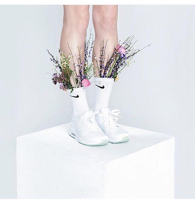 Super stylish! Pinned by Ikebana Beautiful | http://ikebanabeautiful.com/