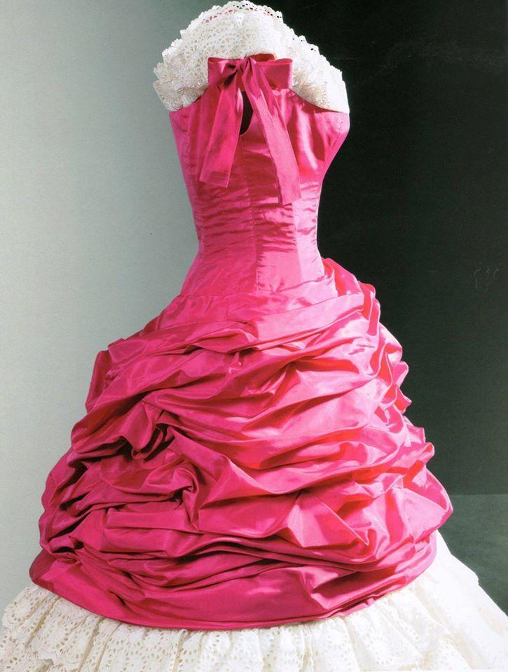 Vestido de cocktail de Balenciaga, 1955. Confeccionado en tafetán de ...
