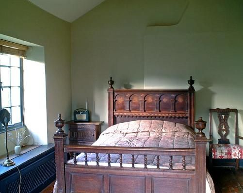 Old English Country Interior Decorations Classic Bedroom