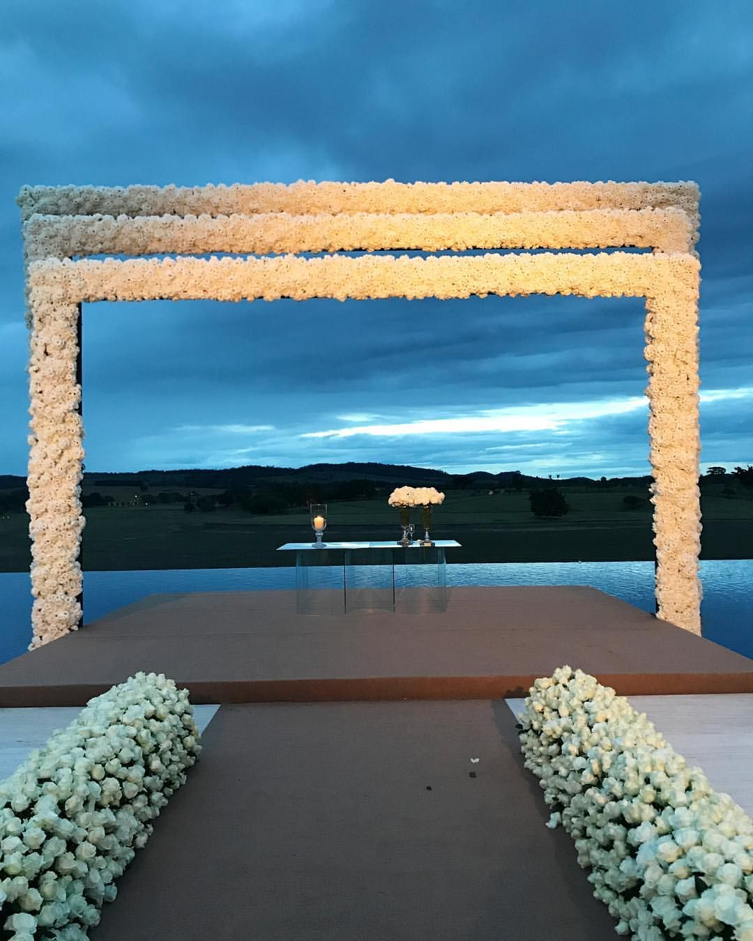 """2,890 curtidas, 42 comentários - Nádia Tambasco (@natambasco) no Instagram: """"Foi perfeito!!!! 🙌🏼❤️👰🏼 @sarahmattar @ti_diniz 💖 #sarahetiago2017 #wedding"""""""