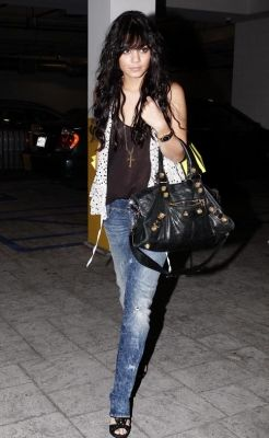 2008 > OUT IN HOLLYWOOD