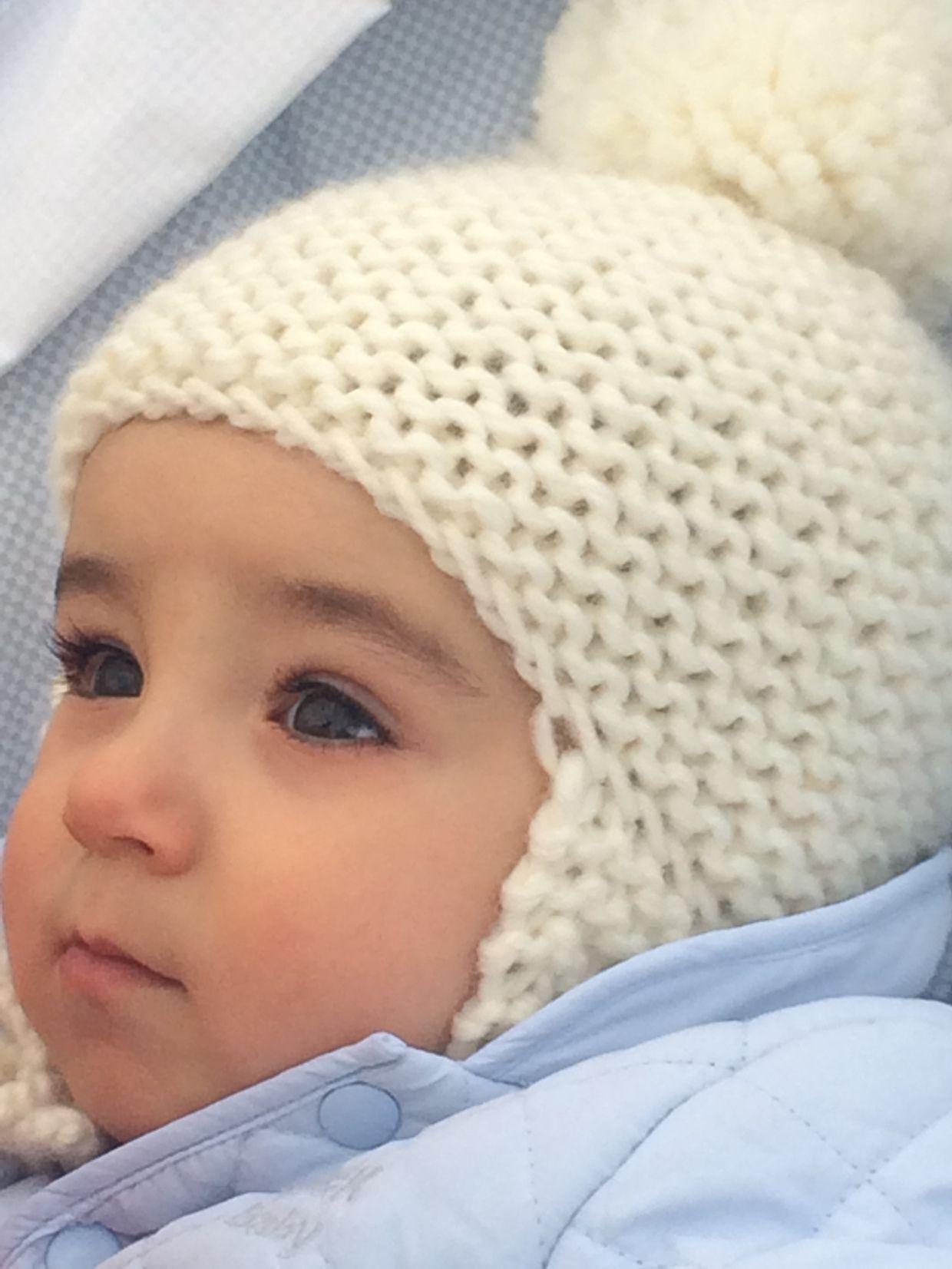 45226ee2982cd bebe con gorro pompon y orejeras lana hueso amano handmade ...