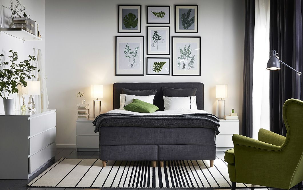 Ein Schlafzimmer Mit Dunvik Boxspringbett Mit HÖvÅg ... Schlafzimmer Mit Boxspringbett Einrichten