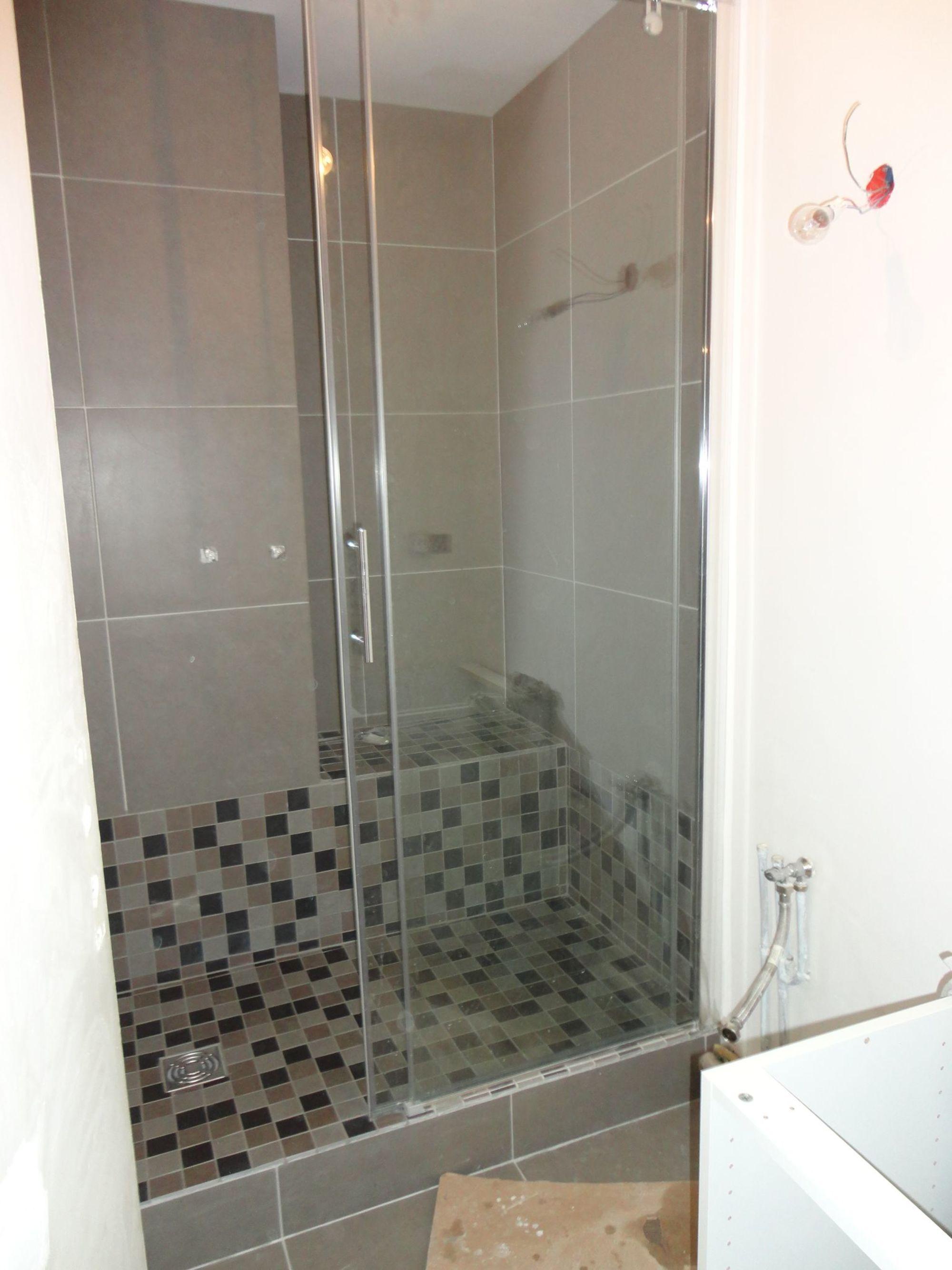 faire une douche à l'italienne avec marche  installation