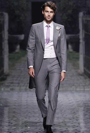 traje de novio gris con corbata lila | trajes de novio | pinterest