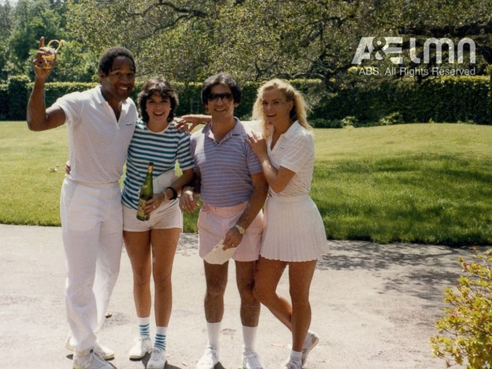 Photo O J Simpson Pictured Here With Kris Jenner Robert Kardashian And Nicole Brown Simpson Was Best Friends With Kris Jenner And Robert Kardashian