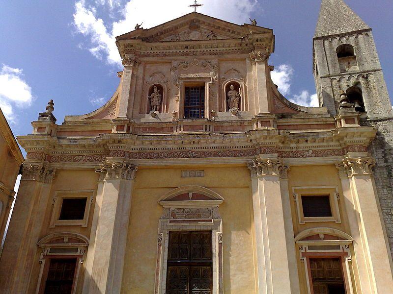 La cocathédrale Saint-Michel de Sospel est une cathédrale catholique romaine située dans le village de Sospel, dans le département des Alpes-Maritimes