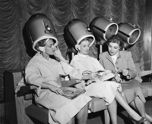 Epingle Par Keassa Sur Vintage Frou Frou En 2020 Humour Coiffure