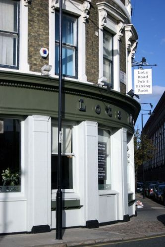 Lots Road Pub & Diner in Chelsea, London - Great pub food!!!