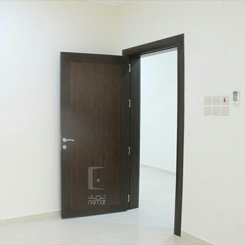 تنفيذ طلبات العملاء متخصصون بأبواب Wpc الخشب المعالج مميزات أبوابنا ضد الماء عازلة للصوت مقاومة للحرارة لا تتمدد أو Decor Furniture Home
