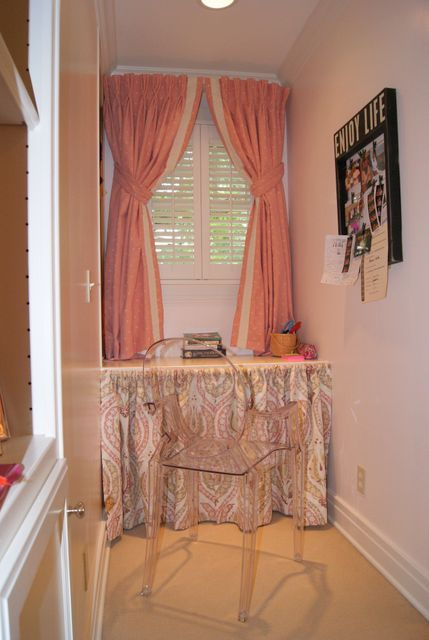 Styling a teenage girl's room. Adorable built-in desk with ...