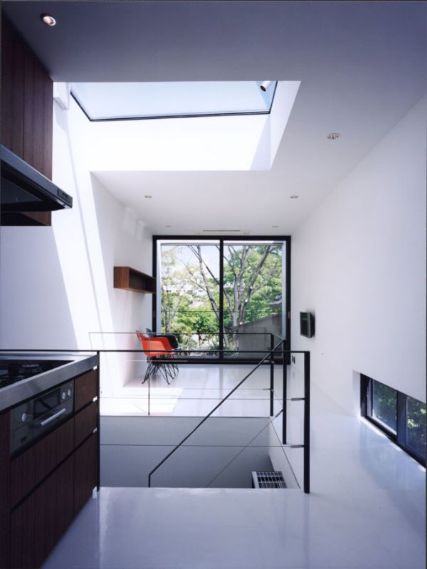 20 Of The World\u0027s Narrowest Houses \u2013 Comfort In A Tiny Space - küche in dachschräge