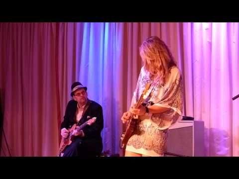 Samantha Fish And Ronnie Earl At The Bull Run Who S Been Talking 032214 Ronnie Earl Blues Artists Samantha