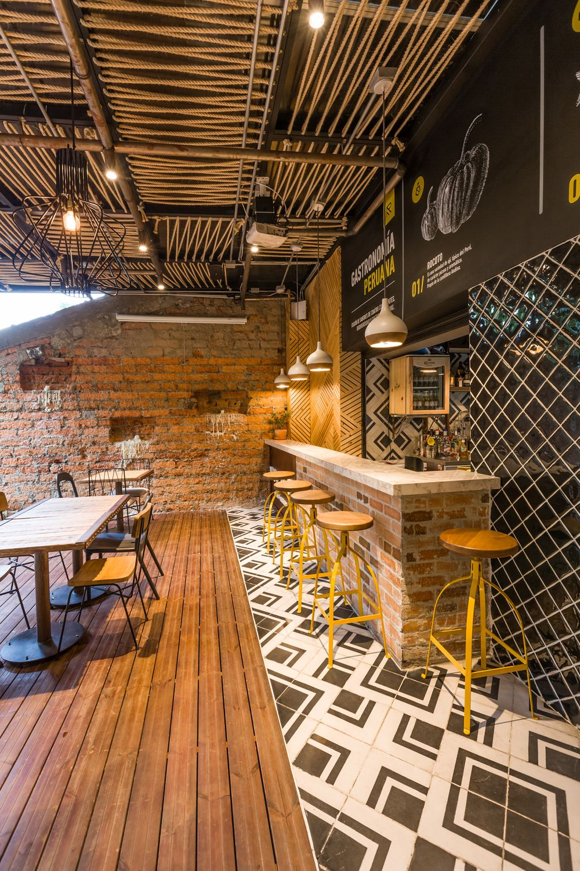 Super Original falso techo de cuerdas en este restaurante de comida  ZU88