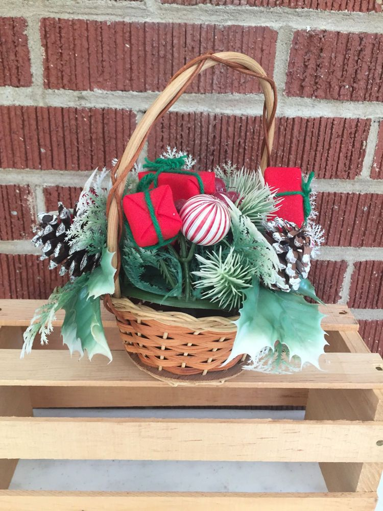 Christmas Kitschy Wicker Basket Satin Floral Display | Party Home Decor | 1960s