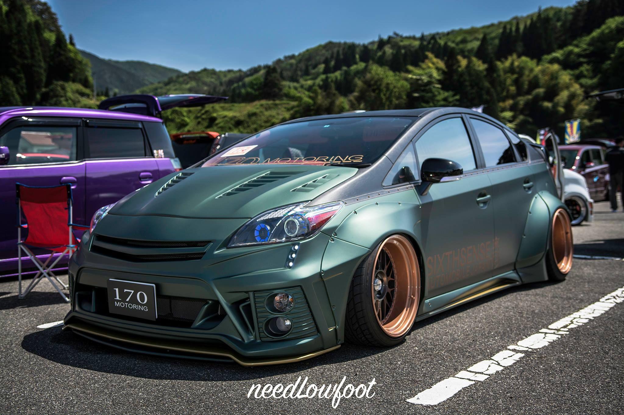 Prius V Stance
