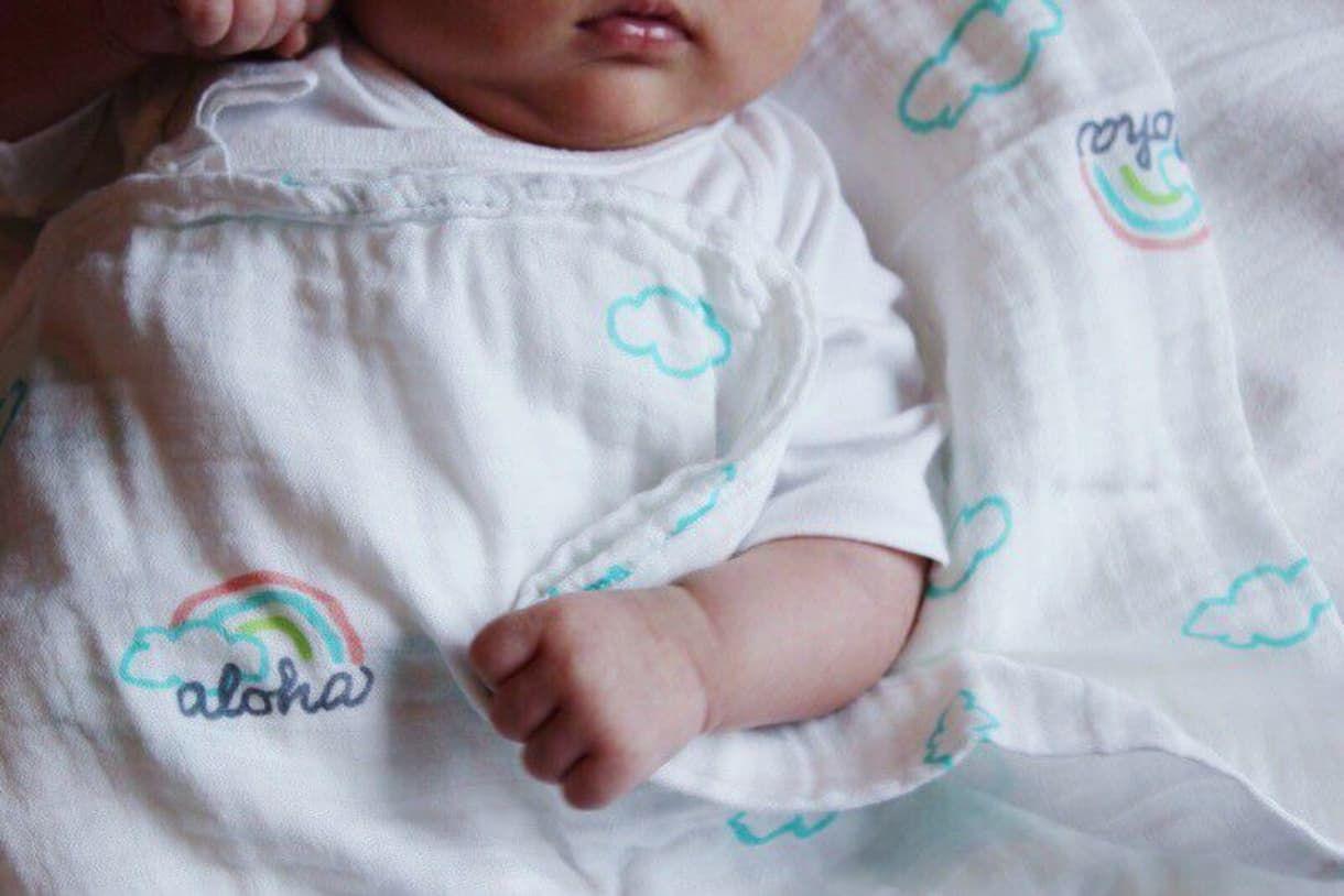 0853a0454fc674 COCOMOONの「Swaddle Blanket(おくるみ )アロハ柄」を購入できます。Anny(アニー)は、贈ることを大切にしたい方のために、プレゼント・ギフト・贈り物情報をお届け ...