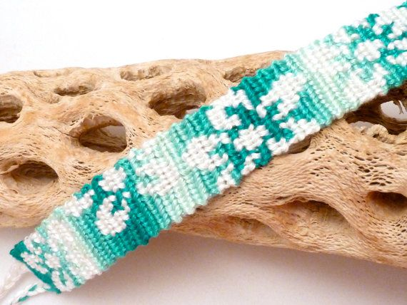 Hawaiian flowers friendship bracelet - white & aqua ombre | Macramé ...