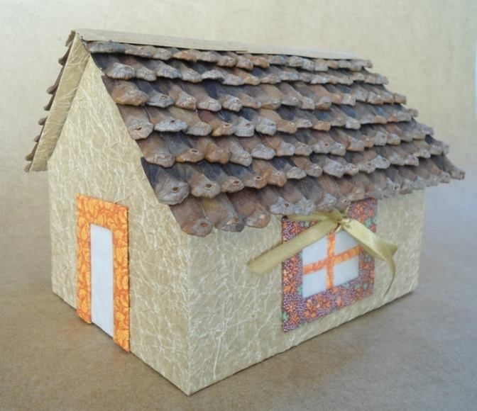 f1dbfbc6e Casinha feita de papel manteiga amassado, com telhado de pinhas ...