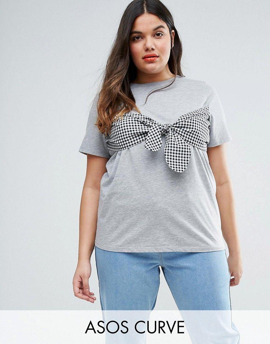 Camiseta palabra de honor con estampado de vichy de ASOS CURVE. Top de  talla grande de ASOS CURVE, Punto suave al tacto, Cuello redondo, Lazo de  vichy en la ...