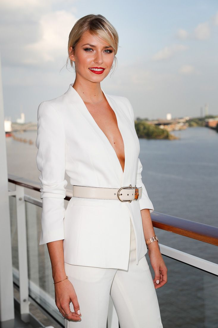 STYLE-QUEEN || Model Lena Gercke. FASHION2NIGHT at EUROPA 2. || MIX IT Ausnahmsweise nur Party statt Kreuzfahrt / MIX IT For once just a party but no cruise. Foto: © Hapag-Lloyd Cruises