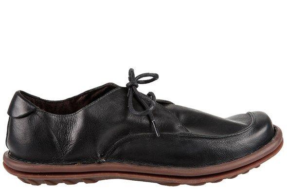 Com design inovador, Reno combina a versatilidade da cor preta com seu extremo conforto. O solado rústico marrom faz dele uma opção bicolor que traduz o conceito de sofisticação contemporânea.