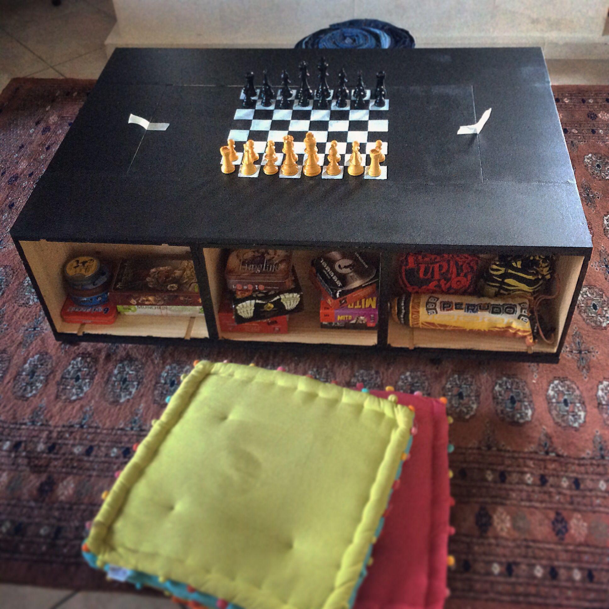 Table basse ludoth que faite partir de 8 caisses de vin Table basse en caisse