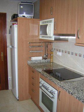 Cocina peque a campana decorativa o extraible - Cocinas con campanas decorativas ...