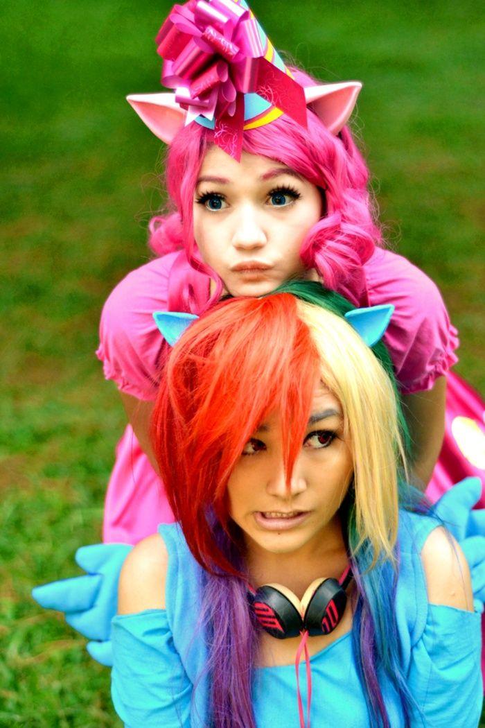 Pinkie Pie & Rainbow Dash - My little Pony: Friendship is Magic cosplay. So cute ^^
