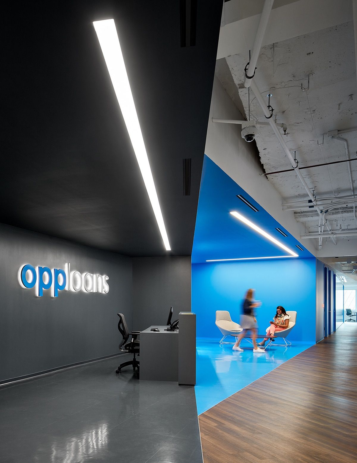 A Look Inside Opploans Modern Office Expansion In Chicago Modern Office Office Reception Design Modern