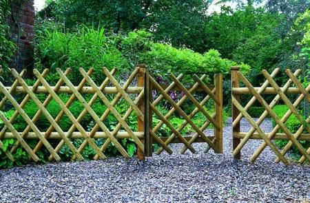 Lovely Landscape Fencing Ideas Build A Garden Fence Low Cost Ideas .