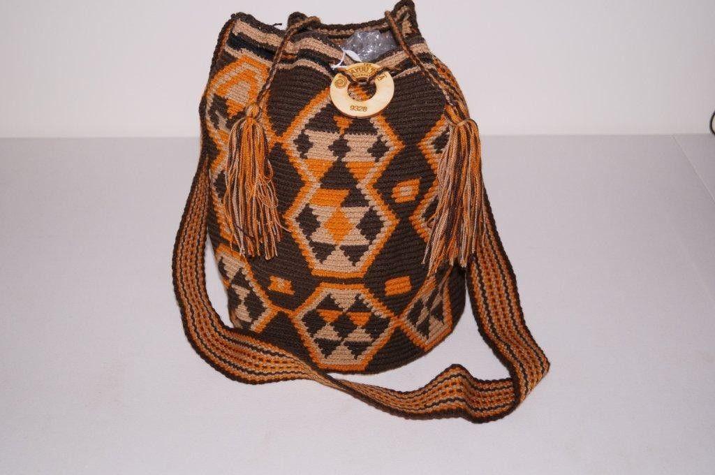 De Wayuu Taya tas. De ring met daarop het nummer garandeert dat de tas origineel is en enig in zijn soort. - Wayuu Taya Susu 9328 - FairLabelz.com