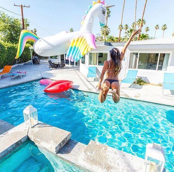 Summer pool party flotadores chulos piscina y muchas for Flotadores para piscina