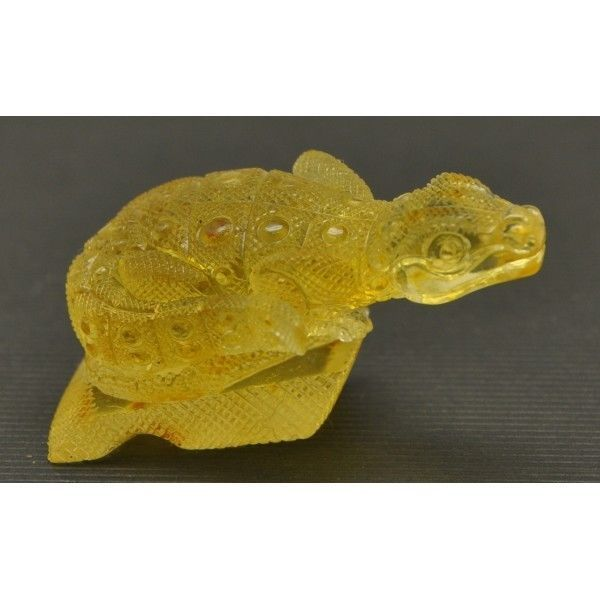 Hand carved Baltic amber figurine of lizard http://gekoo.co/buy/01/?query=151677442226…