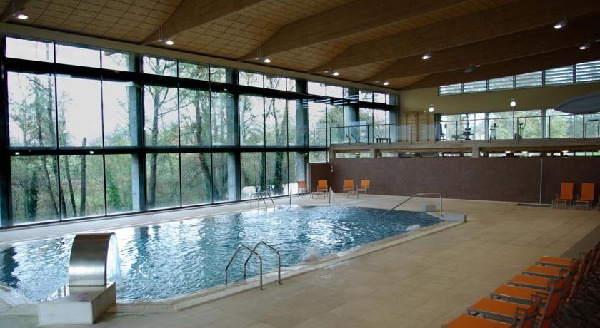 piscina climatizada hidroactiva en hotel spa el salugral