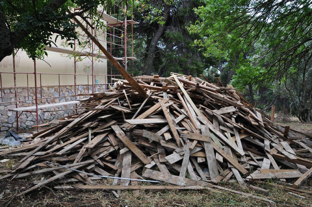 Beton, Holz, Backsteine Bauschutt Bauschutt