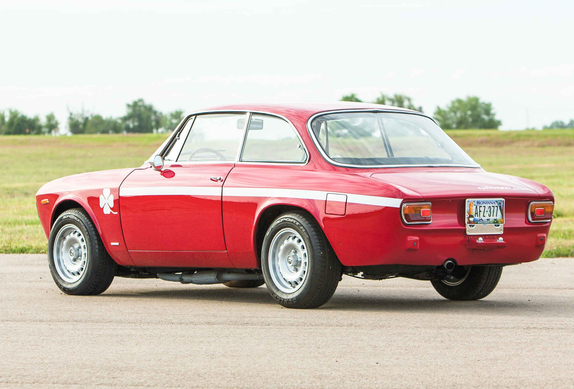 The 1968 Giulia Is The Essence Of Alfa Romeo Mit Bildern