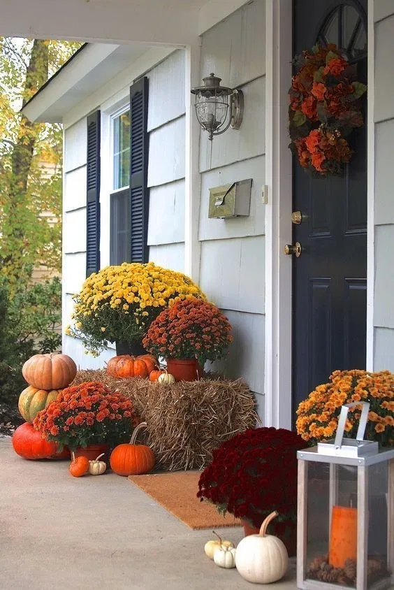 10 Easy Fall Porch Decorating Ideas for The Porch 3 #fallfrontporchdecor