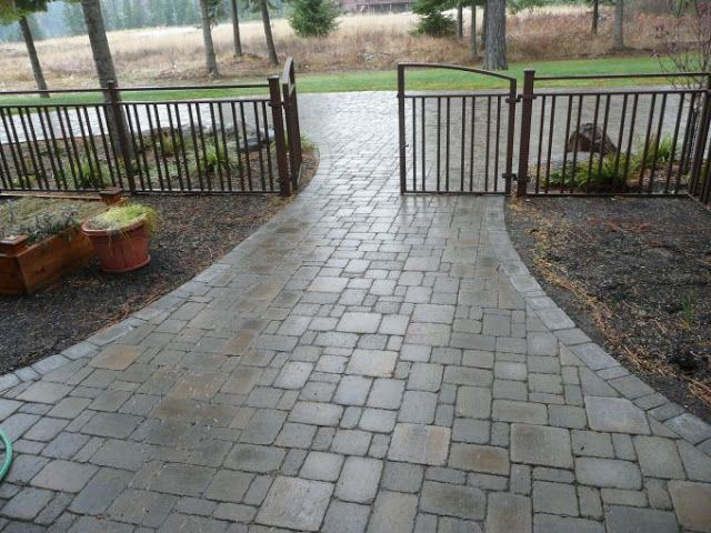 Brick And Cobblestone Paver Driveways Vs Crushed Stone Driveways Which Is Your Favorite Driveway Landscaping Cobblestone Pavers Stone Driveway
