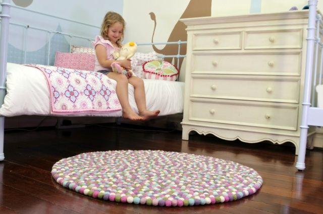 Madchen Teppich Rund Vor Dem Bett Babysachen Felt Ball