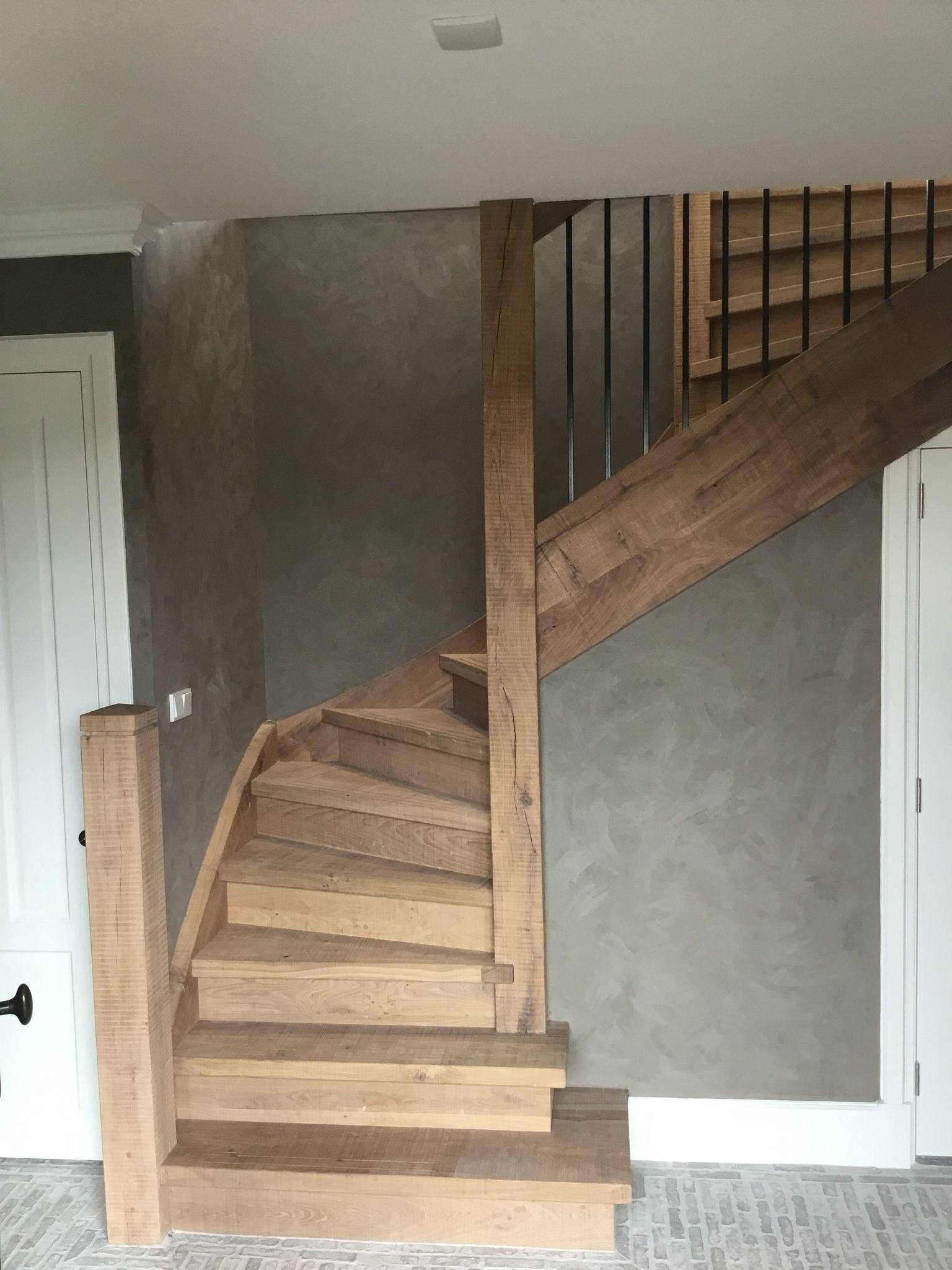 Landelijke eiken trap met smeedijzeren spijlen stairs for Trap eiken